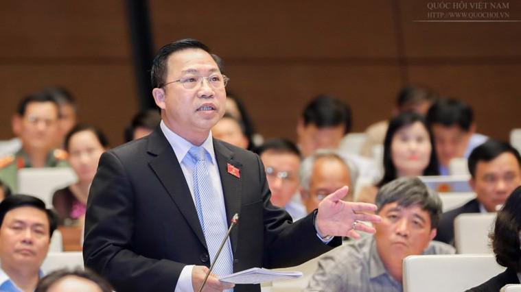 Đại biểu Lưu Bình Nhưỡng dùng quyền tranh luận để đăng đàn.