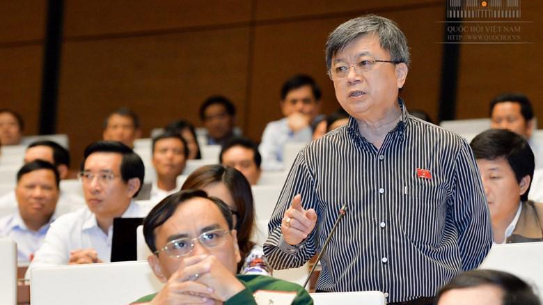 Đại biểu Trương Trọng Nghĩa phát biểu tại nghị trường.
