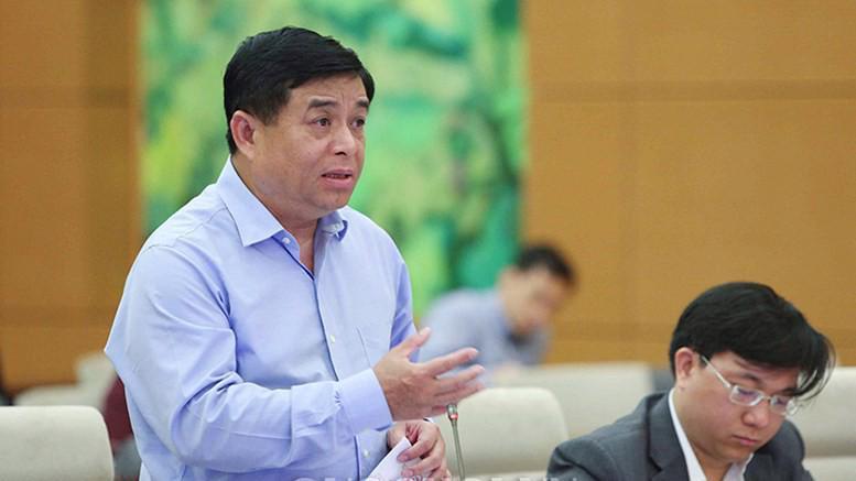Bộ trưởng Bộ Kế hoạch và Đầu tư Nguyễn Chí Dũng phát biểu tại phiên thảo luận.