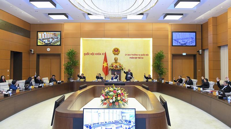 Ủy ban Thường vụ Quốc hội biểu quyết thông qua 2 Nghị quyết quy định chi tiết hướng dẫn công tác bầu cử với 100% thành viên Ủy ban Thường vụ Quốc hội tán thành - Ảnh: Quochoi.vn