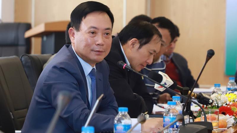 Ông Trần Văn Dũng, Chủ tịch Ủy ban chứng khoán Nhà nước cho biết không mong muốn áp dụng giải pháp hành chính, vì đây là giải pháp tối kỵ đối với kênh chứng khoán - nơi tính chất thị trường được vận hành cao nhất.