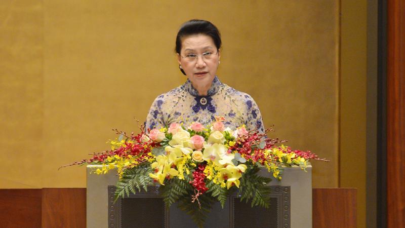 Chủ tịch Quốc hội Nguyễn Thị Kim Ngân trình bày dự thảo Báo cáo công tác nhiệm kỳ khoá 14 của Quốc hội - Ảnh: Quochoi.vn