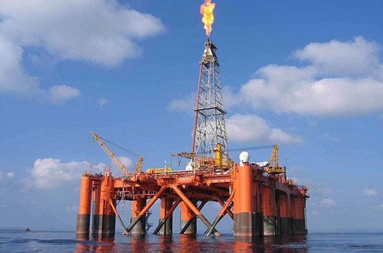 Giàn khoan dầu trên mỏ Đại Hùng.
