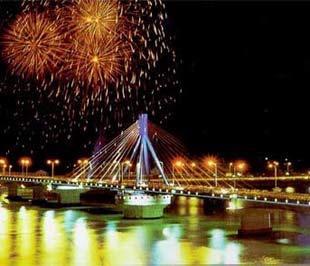 Cầu bắc qua sông Hàn tại Đà Nẵng.