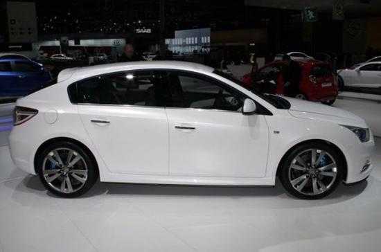 Chevrolet Cruze 5 cửa sẽ là con bài chiến lược của General Motors trong năm 2011 - Ảnh: Motortrend.