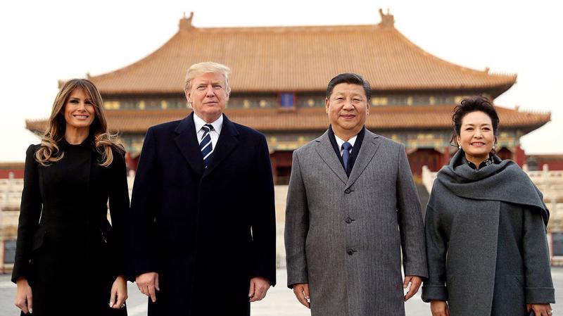 Tổng thống Mỹ Donald Trump cùng Chủ tịch Trung Quốc Tập Cận Bình cùng hai đệ nhất phu nhân Mỹ - Trung trong chuyến thăm chính thức Trung Quốc của ông Trump tại Bắc Kinh - Ảnh: Reuters.