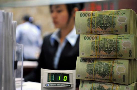 Hạ tăng trưởng tín dụng được xem như là một trong những giải pháp kiềm chế lạm phát - Ảnh: Reuters.