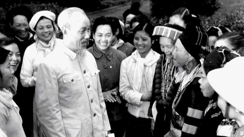 Bác Hồ với đại biểu dự Đại hội phụ nữ toàn quốc lần thứ III, tháng 3/1961 - Ảnh tư liệu.