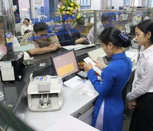 Thủ tướng yêu cầu Ngân hàng Nhà nước thực hiện việc giám sát chặt chẽ, thường xuyên hoạt động của các ngân hàng thương mại.
