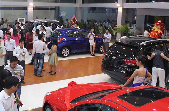 Phòng trưng bày xe hiện đại của Hyundai Sông Hàn.