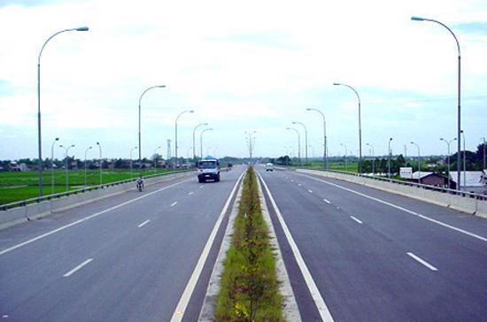 Xe máy không được phép lưu thông trên tuyến đường cao tốc Pháp Vân - Cầu Giẽ từ 1/2/2012.