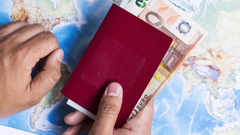 """Chương trình """"hộ chiếu vàng"""" của Cyprus cho phép người nước ngoài dùng tiền để """"mua"""" quốc tịch. Ảnh: Reuters."""