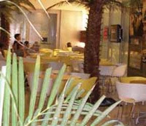 Không gian Sở Giao dịch Chứng khoán Singapore được thiết kế giống như một quán café loại nhỏ.