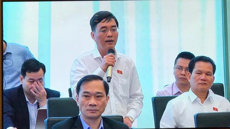 Đại biểu Hoàng Quang Hàm phát biểu tại hội nghị.