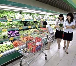 Ảnh hưởng lớn nhất và được nhận ra thật nhất mà cuộc khủng hoảng toàn cầu gây ra đối với người tiêu dùng Việt Nam là trong thói quen chi tiêu và tiết kiệm - Ảnh: AP.