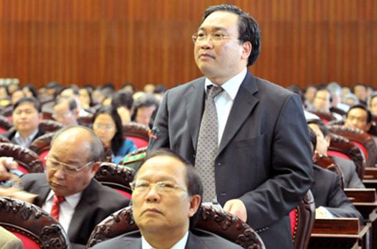 Phó thủ tướng Hoàng Trung Hải phát biểu tại nghị trường Quốc hội.