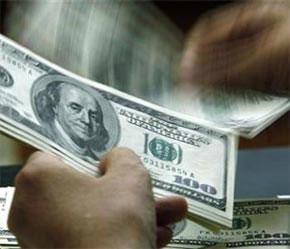 Nhu cầu ngoại tệ gia tăng từ các nhà nhập khẩu đã giúp các ngân hàng cân đối phần nào lượng ngoại tệ mua vào.