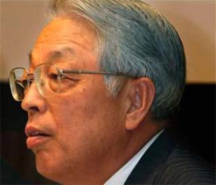 Phó chủ tịch điều hành Toyota, ông Mitsuo Kinoshita, trong cuộc họp báo công bố kết quả kinh doanh ngày 7/8 tại Tokyo - Ảnh: AP.
