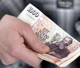 Theo tuyên bố của Ngân hàng Trung ương Iceland, đồng Krona của nước này từ ngày hôm nay sẽ có mức tỷ giá cố định là 131 Krona tương đương 1 Euro - Ảnh: Bloomberg.