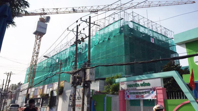 C.T Plaza Nguyên Hồng tọa lạc tại 18 Nguyên Hồng, liền kề vòng xoay rộng nhất trên đại lộ Phạm Văn Đồng, chỉ 5 phút di chuyển đến sân bay Tân Sơn Nhất và là trung tâm kết nối đến tất cả các quận khác thuộc Tp.HCM với khoảng cách rất gần.