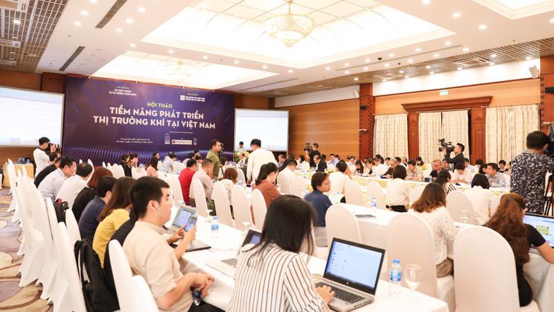 Tại Hội thảo, các chuyên gia đã bàn về những vướng mắc trong các quy định, thể chế đối với phát triển ngành công nghiệp khí, những rào cản thực tế trong quá trình hoạt động kinh doanh.