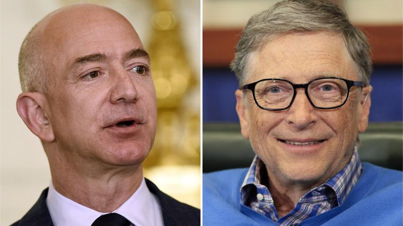 Ông Jeff Bezos (trái) và ông Bill Gates.
