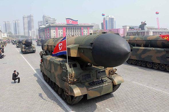 """Hôm qua, Tổng thống Mỹ Donald Trump tiếp tục đưa ra những lời cảnh báo mạnh mẽ đối với Triều Tiên. Ông Trump nói, nếu Triều Tiên tấn công đảo Guam của Mỹ bằng tên lửa như kế hoạch đã được công bố, thì sẽ có """"một sự kiện chưa từng ai chứng kiến trước đây"""".<br>"""