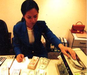 Một trong những bất cập lớn nhất của nhân lực tài chính - ngân hàng là sự hạn chế về cả số lượng và chất lượng.
