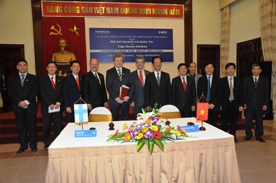 Lễ ký kết biên bản ghi nhớ về việc hợp tác đầu tư tại Việt Nam, giữa Bộ Kế hoạch và Đầu tư và Nokia.