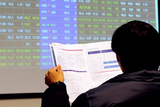 Thị trường chứng khoán đang trông đợi các giải pháp tháo gỡ khó khăn.