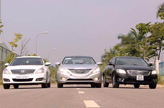 Nissan Teana, Toyota Camry và Hyundai Sonata là 3 mẫu xe tiêu biểu nằm trong phân khúc sedan hạng trung cao cấp tại thị trường Việt Nam - Ảnh: Bobi.