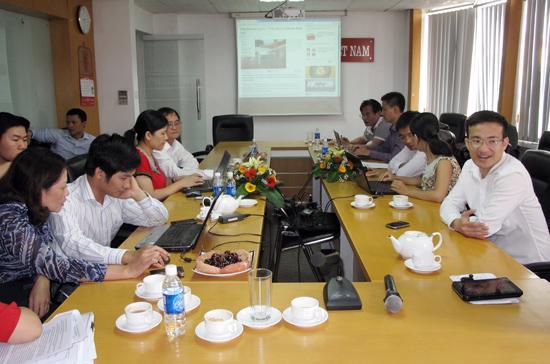 """VnEconomy tổ chức buổi giao lưu trực tuyến với chủ đề """"Tiếp vốn và niềm tin chính sách"""", diễn ra từ 14h00 - 16h30 ngày 10/8/2012."""