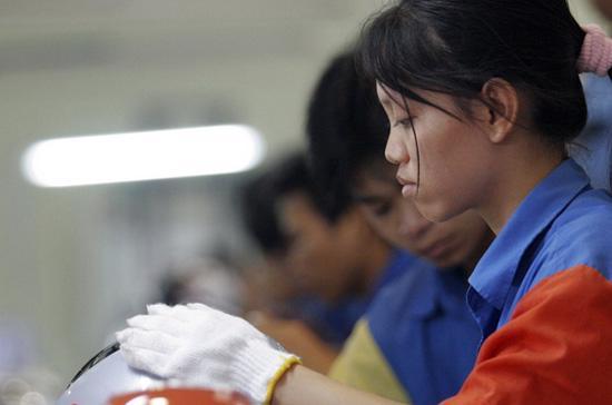 Doanh nghiệp khó tuyển lao động chủ yếu thuộc những ngành có mức thu nhập thấp - Ảnh: Việt Tuấn.