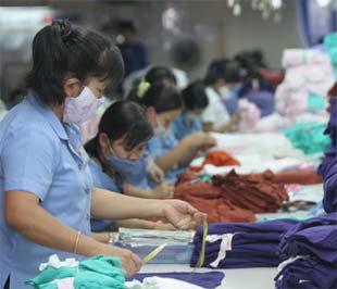 Hàng dệt may Việt Nam có thể bị Mỹ giám sát trở lại - Ảnh: Lê Toàn.