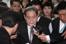 Năm nay 68 tuổi, ông Lee là một biểu tượng gạo cội của giới doanh nhân Hàn Quốc, đồng thời được coi là người có công đầu trong việc phát triển Samsung thành một tập đoàn hàng đầu trong ngành công nghiệp điện tử thế giới - Ảnh: Bloomberg.