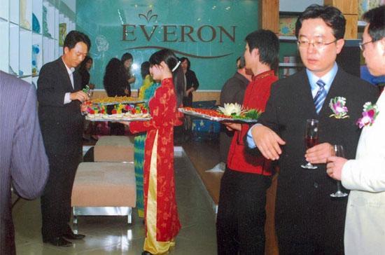 Lễ khai trương một phòng trưng bày và giới thiệu sản phẩm Everon tại Hà Nội.