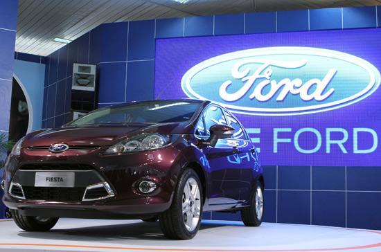Ford Fiesta Hatchback xuất hiện trước khi được bán ra thị trường - Ảnh: Bobi.