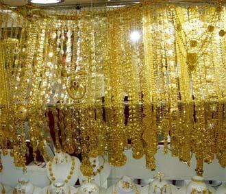 Tuần này, giá vàng giao ngay tại New York giảm giá 2,1%, giá vàng kỳ hạn NYMEX mất 2,2%.