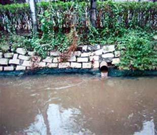 Một đường ống xả chất thải không qua xử lý của Công ty Vedan Việt Nam - Ảnh do Cục Cảnh sát môi trường cung cấp.