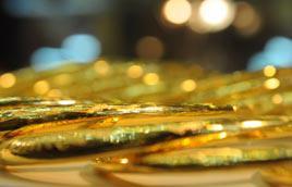 """Độ """"nóng"""" ngày càng tăng cấp của giá vàng đă không ngăn được sự gia tăng mạnh mẽ của nhu cầu vàng vật chất trong nước - Ảnh: Quang Liên."""