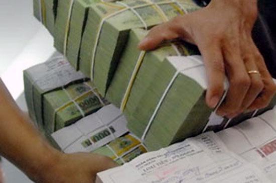 Thời gian qua một số ngân hàng áp dụng cơ chế thưởng cho người giới thiệu người gửi tiền để kích thích huy động vốn.