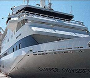 Tàu được trang bị đầy đủ tiện nghi để phục vụ hành khách.