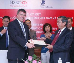 Lễ ký biên bản ghi nhớ giữa HSBC với VNPOST.