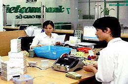 Mức lãi suất huy động USD cao nhất tại Vietcombank đã lên 5,5%/năm.