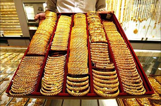 Cán cân quyền lực vàng trên thế giới biến thiên mạnh theo tình trạng giá vàng.
