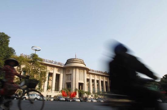 Trong rất nhiều nhiệm vụ nặng nề mà Ngân hàng Nhà nước phải giải quyết thì thanh khoản vẫn được nhiều chuyên gia khuyến cáo là nên ưu tiên giải quyết trước - Ảnh: Reuters.