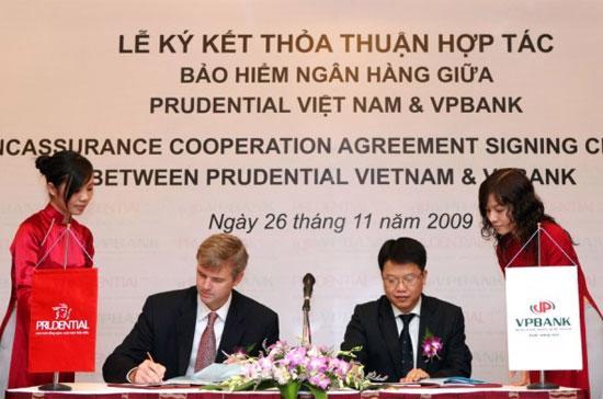 VPBank trở thành đại lý chính thức của Prudential Việt Nam, thực hiện phân phối gói sản phẩm bảo hiểm qua ngân hàng Bancassurance tới người tiêu dùng.