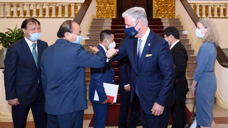 Thủ tướng Nguyễn Xuân Phúc và Cố vấn An ninh quốc gia Hoa Kỳ Robert O'Brien - Ảnh: VGP