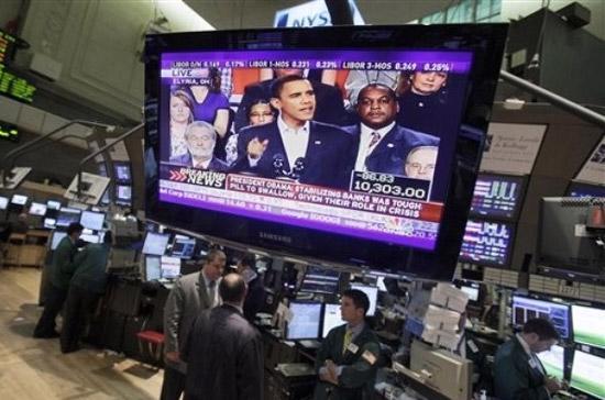 Kế hoạch cải tổ hệ thống pháp lý ngân hàng là nguyên nhân quan trọng nhất đẩy thị trường chứng khoán Mỹ giảm sâu 2 ngày qua và đã tác động ra thị trường toàn cầu - Ảnh: AP.