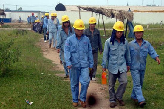 Lao động Trung Quốc ở khu công nghiệp Nghi Sơn, Thanh Hóa - Ảnh: VNN.